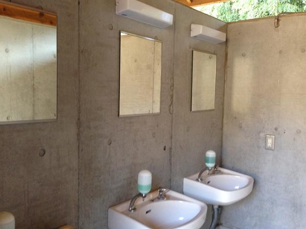 トイレ内観